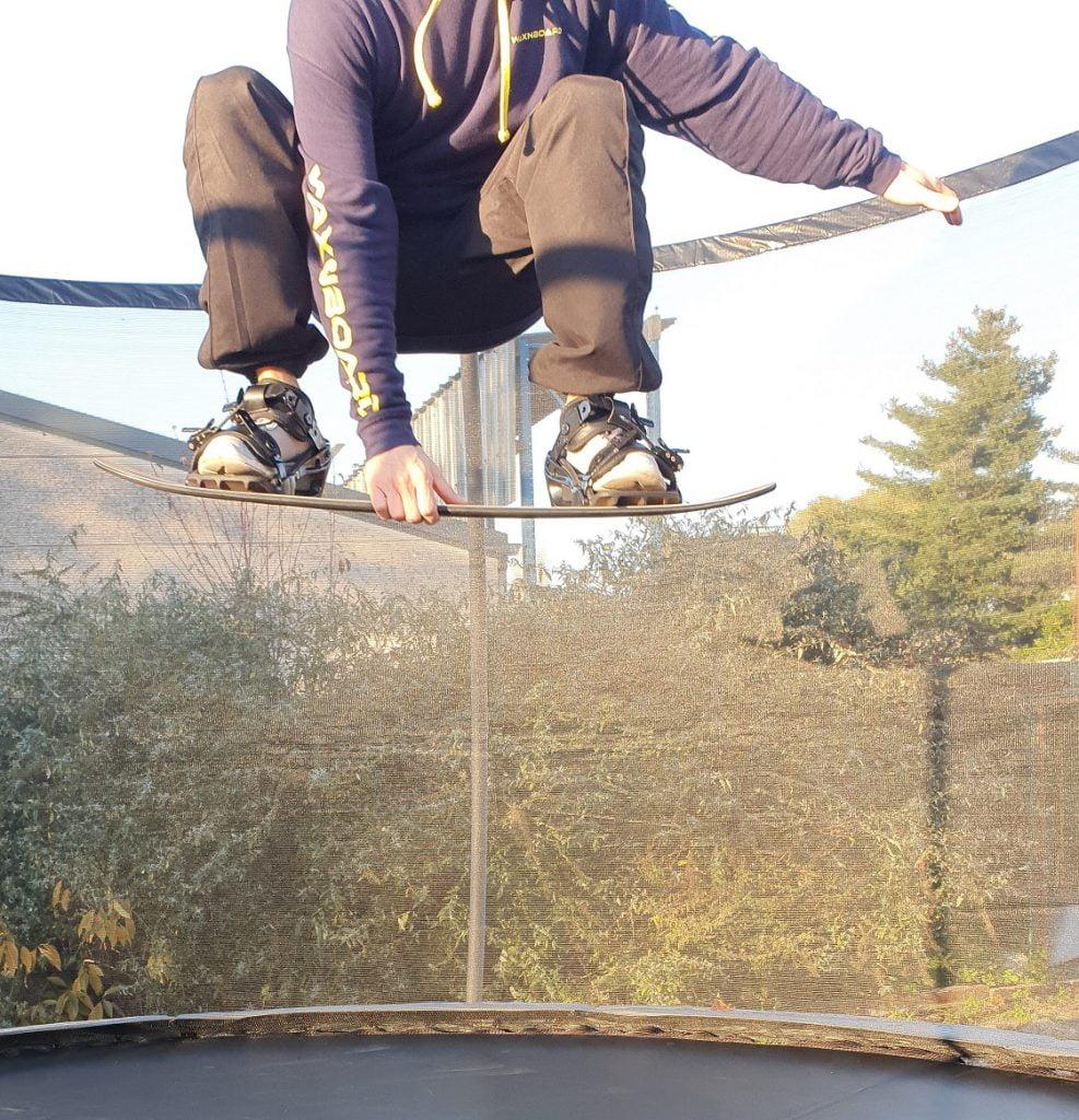 Snowboard Indy Grab oefenen met een Trampoline Board