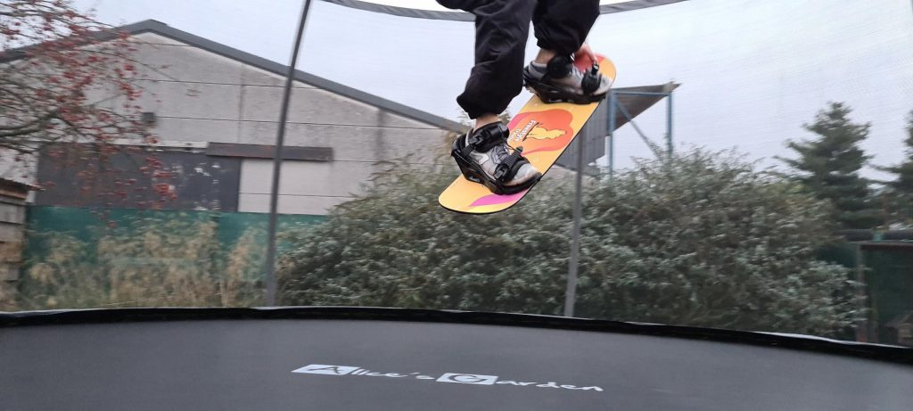 Trampoline board for freestyle snowboard or wakeboard