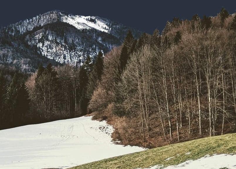 ski waxen op het einde van het winterseizoen